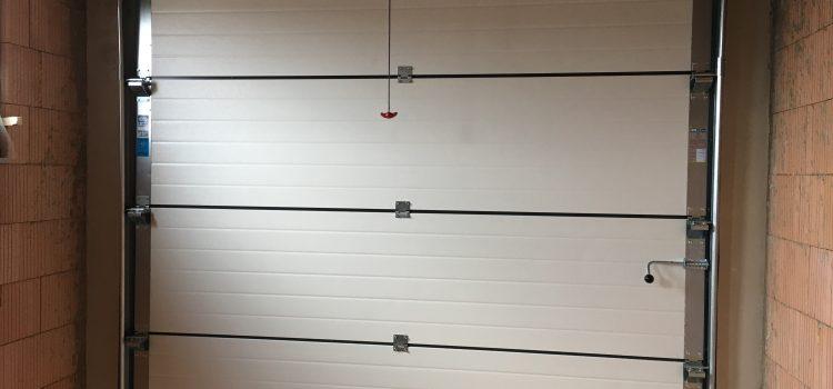 Montují nám garážová vrata, jsem zase produktivní